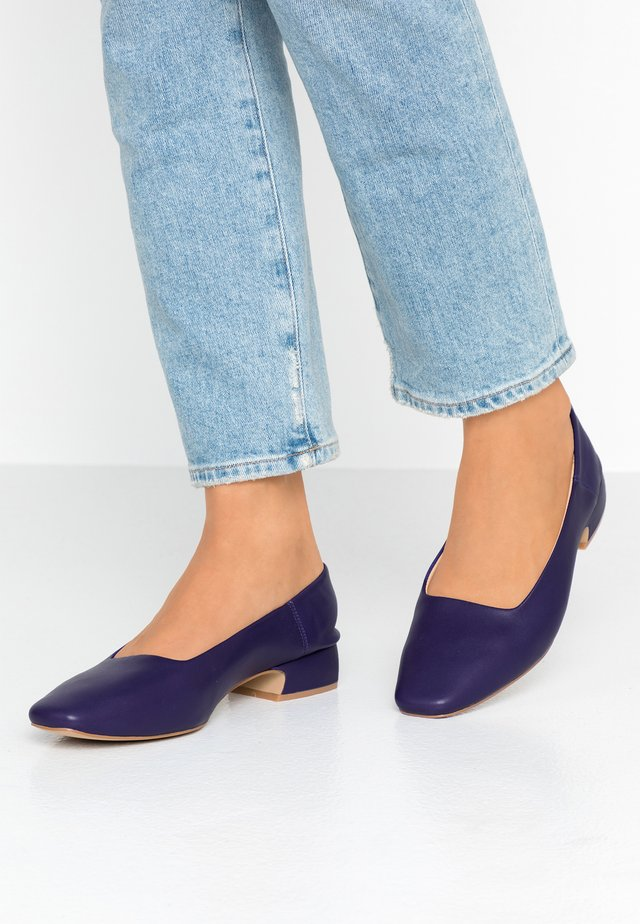 ARIA - Klassiske pumps - purple