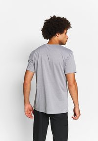 Salomon - AGILE GRAPHIC TEE  - T-Shirt print - alloy/heather - 2