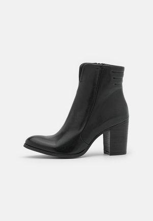 MADELINE  - Korte laarzen - uraco black