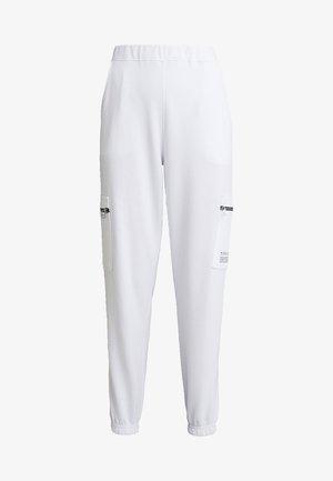 ZIP UTILITY POCKET JOGGERS - Teplákové kalhoty - white