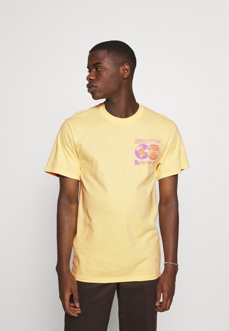 HUF - CRASH TEE - Print T-shirt - washed yellow