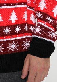 Urban Classics - CHRISTMAS CREWNECK - Trui - red/white/black - 4