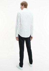 Calvin Klein - STRUCTURED - Formal shirt - white - 2