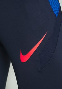 Nike Performance - DRY STRIKE PANT - Verryttelyhousut - midnight navy/soar/laser crimson - 6