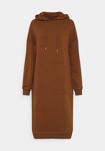 DRESS HOOD - Denní šaty - toffee brown
