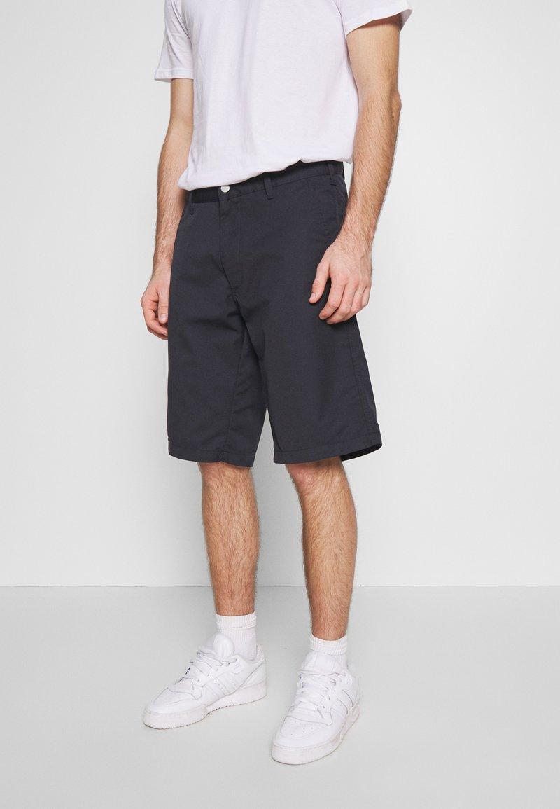 Carhartt WIP - PRESENTER DUNMORE - Shorts - dark navy rinsed