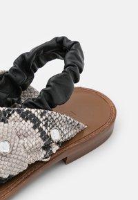 Pinko - GLICINE  - Sandals - offwhite/nero - 6