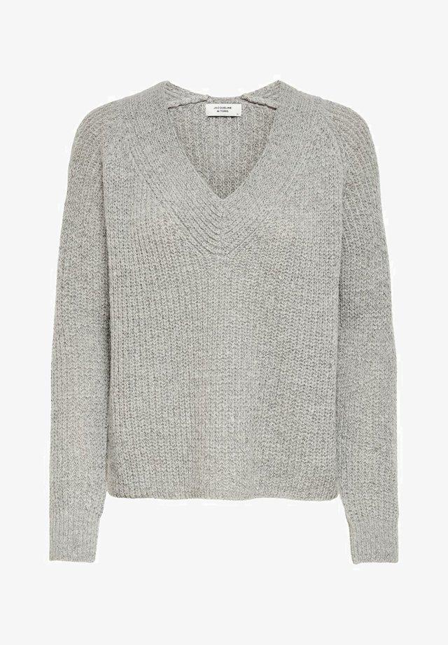 V-AUSSCHNITT - Sweter - light grey melange