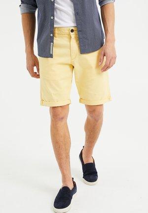 SLIM-FIT - Shorts - light yellow