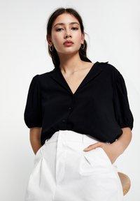 PULL&BEAR - Button-down blouse - black - 3
