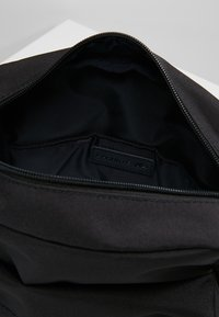 Lacoste - Across body bag - black - 4
