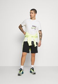 Nike Sportswear - TEE MULTIBRAND  - T-shirt con stampa - white - 1
