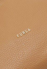 Furla - ESSENTIAL S BUCKET - Handtasche - miele - 3