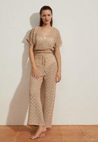 OYSHO - Spodnie materiałowe - beige - 1