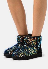 UGG - CLASSIC MINI STELLAR SEQUIN - Classic ankle boots - black - 0