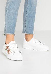 Esprit - CHERRY EMBRO VEGAN - Sneaker low - white - 0