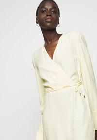 Patrizia Pepe - ABITO  - Day dress - limestone yellow - 3