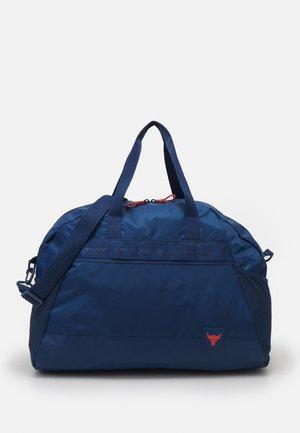 PROJECT ROCK GYM BAG - Sportovní taška - blue