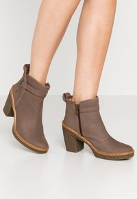 El Naturalista - HAYA - High heeled ankle boots - pleasant plume - 0