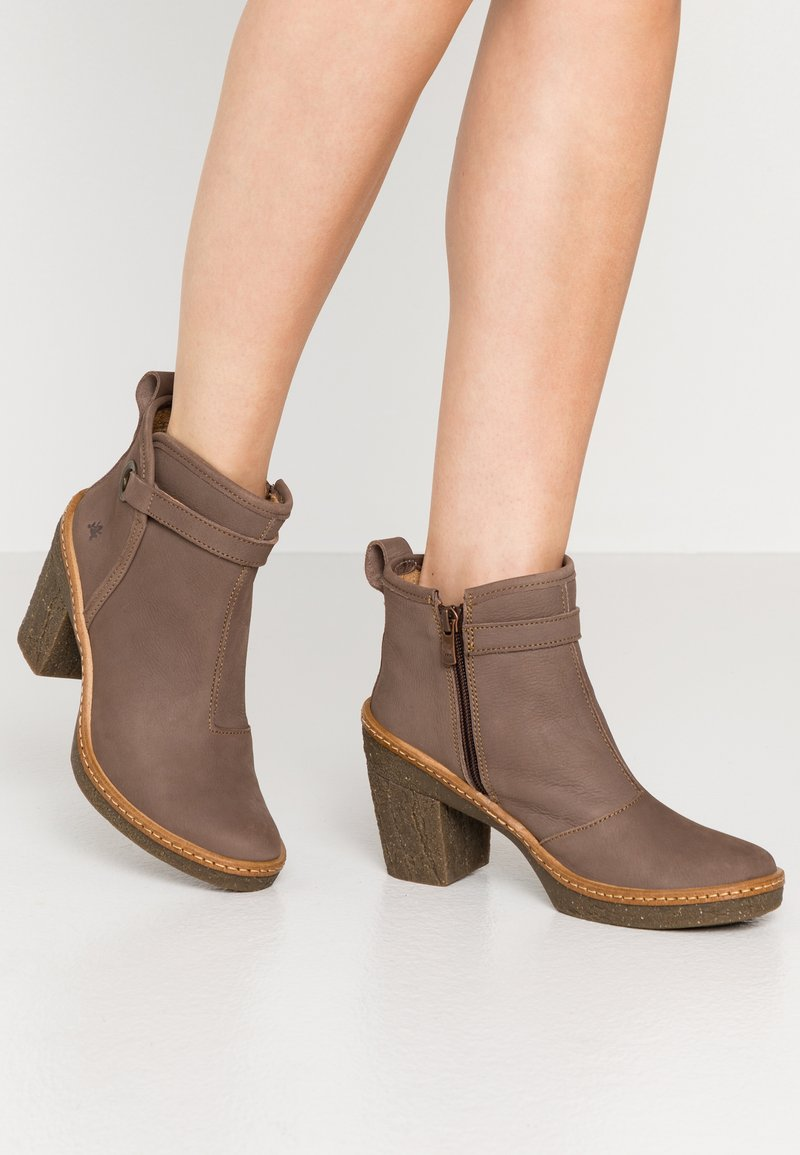 El Naturalista - HAYA - High heeled ankle boots - pleasant plume