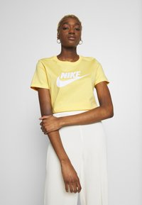 Nike Sportswear - TEE ICON FUTURA - Triko spotiskem - topaz gold - 0