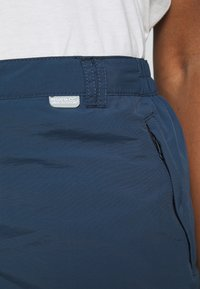 Regatta - CHASKA SHORT - Shorts - dark denim - 4