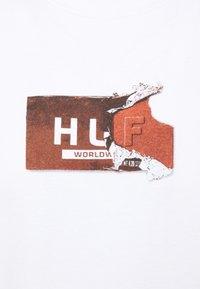 HUF - MIDNIGHT MUNCHIES TEE - Print T-shirt - white - 2