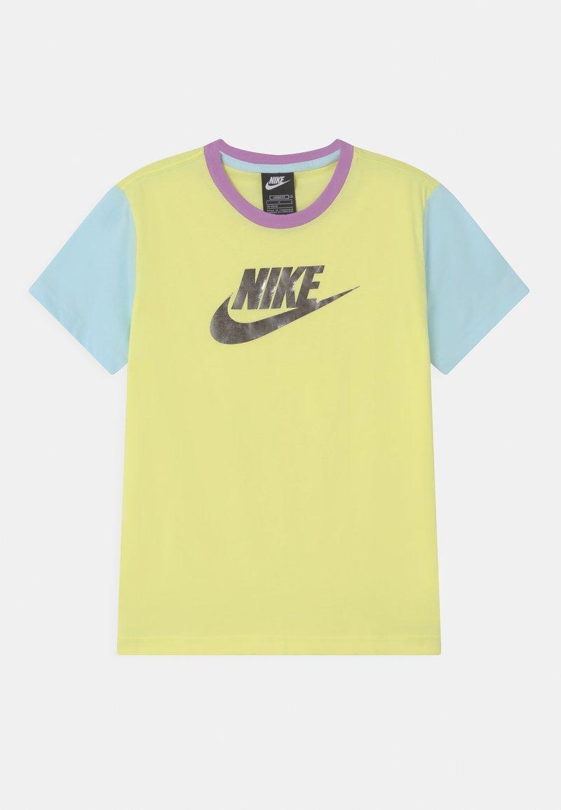 Nike Sportswear - Print T-shirt - zitron/glacier blue/violet shock