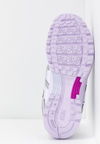 Nike Sportswear - P-6000 - Sneakers - barely grape/metallic silver/hyper violet/electric green - 6