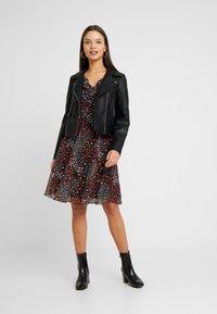 Wallis Petite - PATCHWORK DITZY DRESS - Sukienka letnia - black - 2