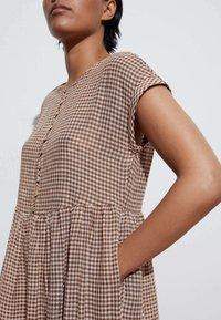 OYSHO - GINGHAM  - Day dress - brown - 2