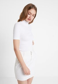 Tommy Hilfiger - DORY HIGH  - T-shirt basique - white - 0