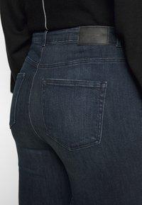 Vero Moda Curve - VMLOA - Jeans Skinny Fit - dark blue denim/black wash - 4