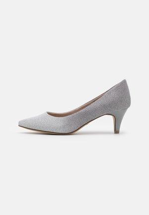 Czółenka - silver glam