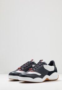 Cruyff - LIGA - Sneakersy niskie - white/bright red - 2