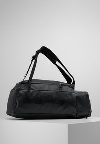 Columbia - STREET ELITE™ CONVERTIBLE DUFFEL PACK - Sportstasker - shark - 2