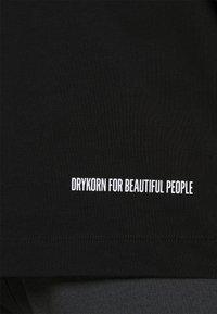 DRYKORN - EDDY LOVE - Print T-shirt - schwarz - 6