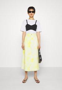 HOSBJERG - RINA TIE DYE SKIRT - A-line skirt - yellow/white - 1