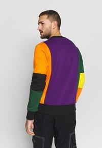 OOSC - CARLTON  - Sweatshirt - purple/orange/green/black/red - 2
