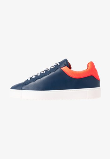 EXCLUSIVE - Trainers - royal