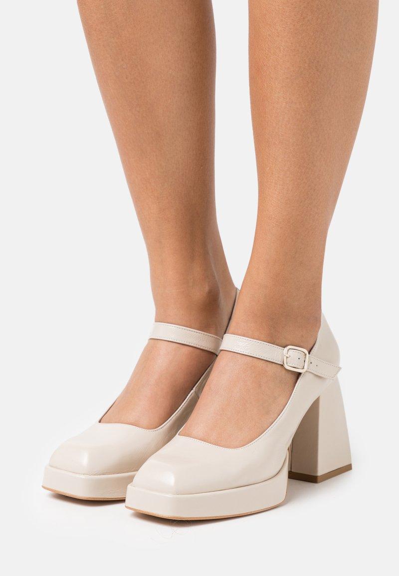 ÁNGEL ALARCÓN - High heels - arce/abellan