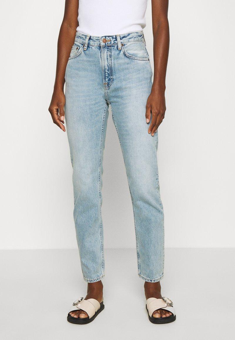 Nudie Jeans - BREEZY BRITT - Relaxed fit jeans - light desert