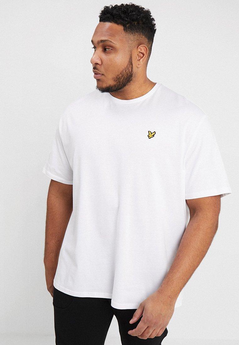 Lyle & Scott - CREW NECK - Jednoduché triko - white