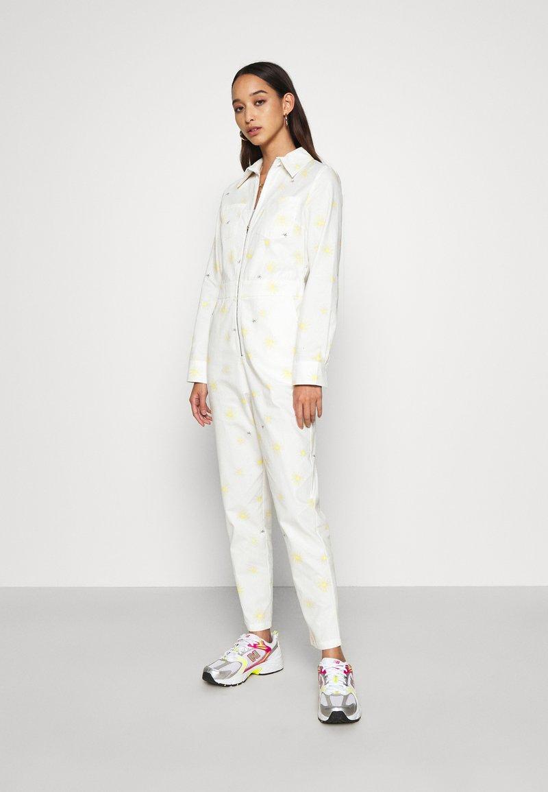 Never Fully Dressed - DAISY PRINT - Combinaison - cream