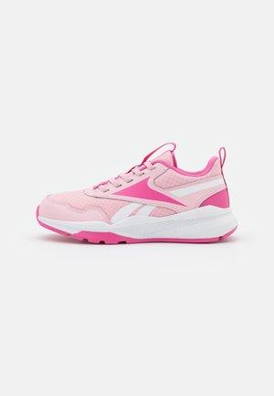 XT SPRINTER 2.0 ALT - Chaussures de running neutres - pink glow/true pink/footwear white