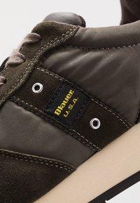 Blauer - QUEENS - Sneakers - dark brown - 5