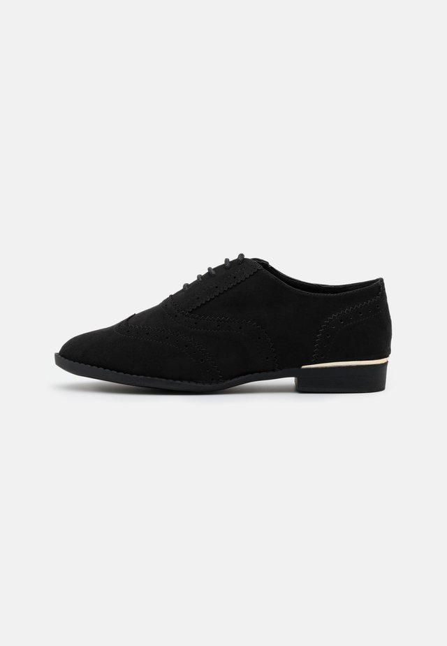 WIDE FIT JO - Zapatos de vestir - black