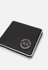Armani Exchange - BIFOLD COIN POCKET MANS BIFOLD CREDIT CARD - Wallet - black/white - 3