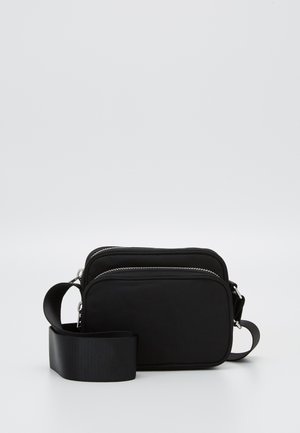 SUND CROSSBODY BAG - Axelremsväska - black
