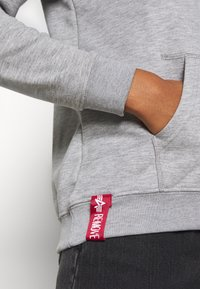 Alpha Industries - NEW BASIC  - Hoodie - grey heather - 4